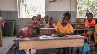 Plus des deux tiers des enfants malgaches n'arrivent pas à finir les cinq ans du primaire, selon la plateforme Rohy de la société civile.