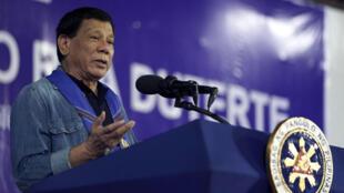 Ảnh chụp qua truyền hình ngày 05/07/2017, tổng thống Philippines Rodrigo Duterte phát biểu tại Hagonoy, nam Mindanao.