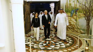 Ảnh minh họa : Bộ trưởng Quốc Phòng Qatar Khalid bin Mohammed al-Attiyah (P) lúc gặp đồng nhiệm Mỹ James Mattis (G) và đại sứ Mỹ Dana Shell Smith (T) tại Doha, ngày 22/4/2017.