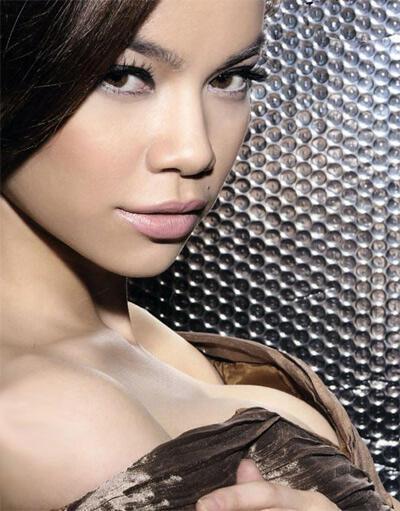 Ca sĩ Hồ Ngọc Hà (courtesy of casivn.com)