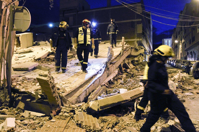 Vários prédios foram destruídos pelo terremoto na cidade espanhola de Lorca.