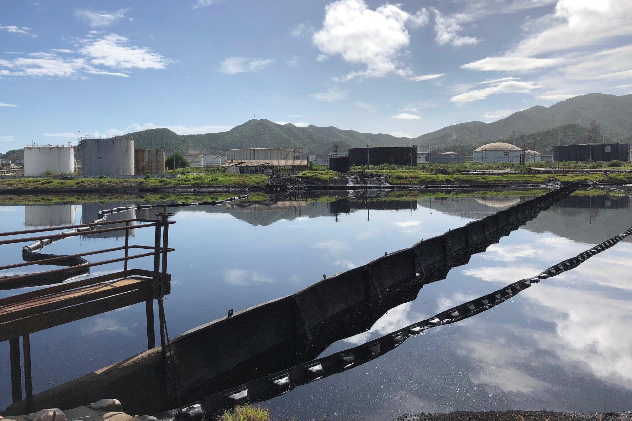 Nhà máy lọc dầu ở Puerto La Cruz, Venezuela. Ảnh 18/07/2018.