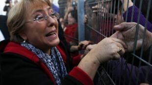 A ex-presidente chilena Michelle Bachelet anuncia nova candidatura à presidência do Chile.