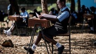 Des étudiants du collège Saint-Dominique lors d'une épreuve, à Kisumu, au Kenya (Photo d'illustration).