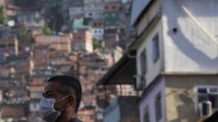 Certains spécialistes estiment que cinq millions de brésiliens pourraient retomber dans la pauvreté cette année.