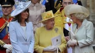Isabel II asistiendo a la boda de Guillermo.