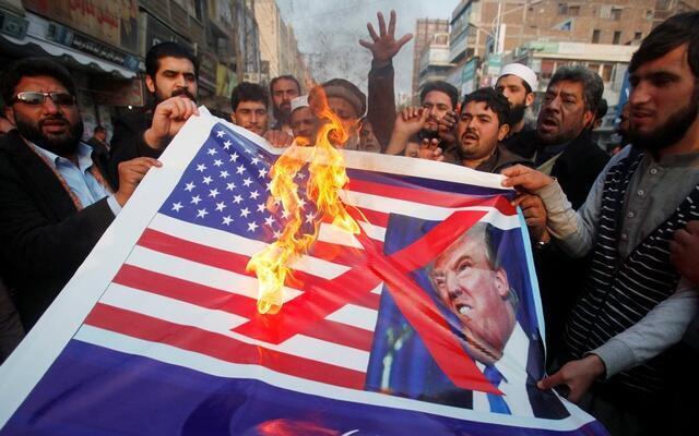 """特朗普新年""""第一推""""後 巴基斯坦民眾抗議美國資料圖片"""