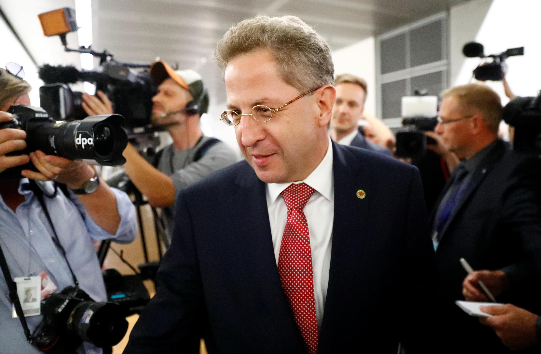 هانس گئورگ ماسن رئیس سازمان امنیت داخلی آلمان برای توضیح درباره علت دفاع غیرمستقیم از نئونازی ها به مجلس فدرال آلمان احضار شده است.