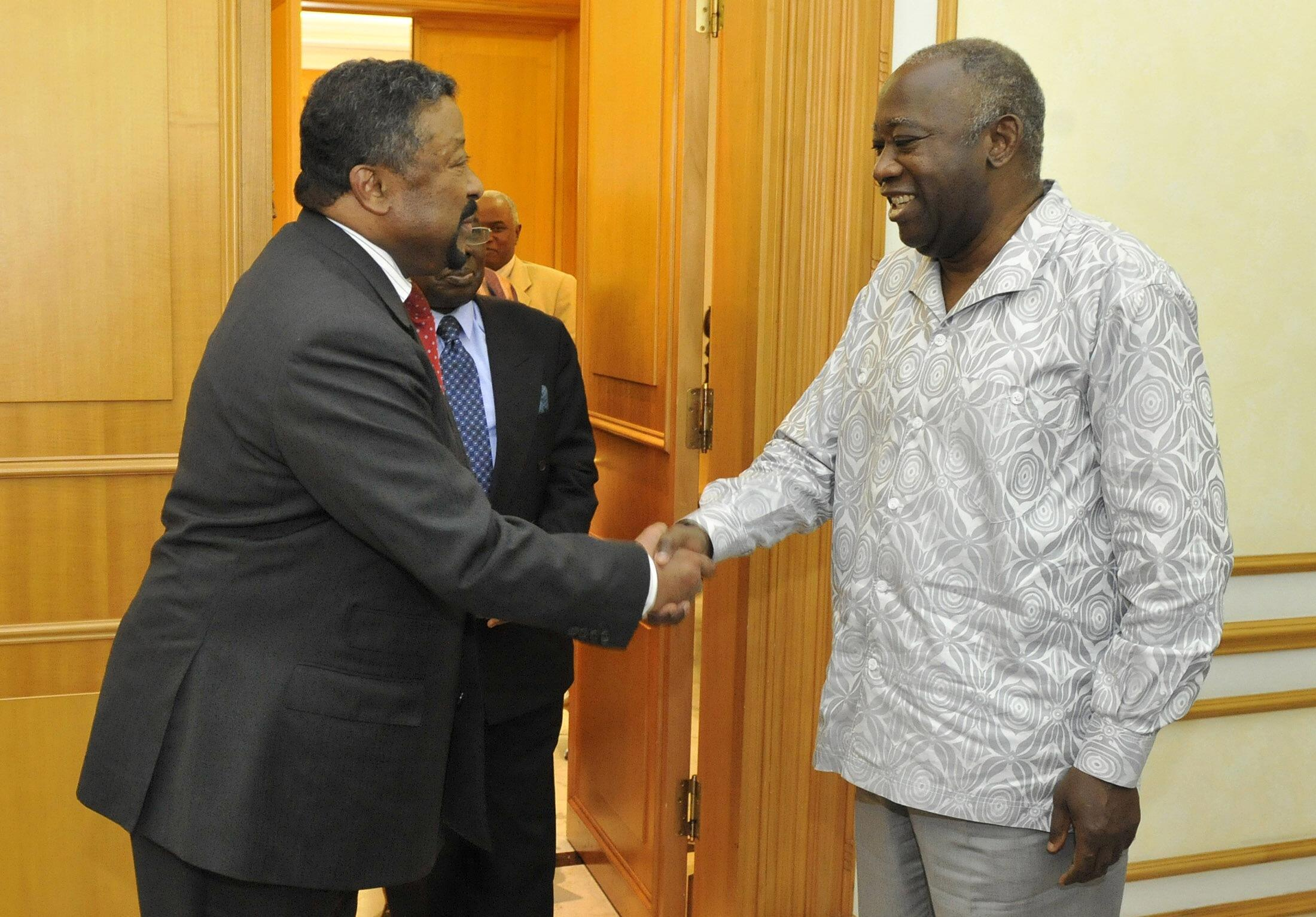 Jean Ping (L) meets Laurent Gbagbo at his residence Friday