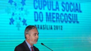 O ministro das Relações Exteriores, Antonio Patriota, fala durante solenidade de abertura da 14ª Cúpula Social do Mercosul.