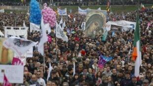 Milhares de italianos manifestam contra projeto de união civil homossexual e adoção, em Roma, neste sábado, 30 de janeiro de 2016.