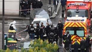 policiers-legistes-lieux-attaque-blanche-anciens-locaux-Charlie-Hebdo-25-septembre-2020-Paris_3_1400_933
