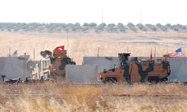 Турецкие военные на сирийско-турецкой границе.