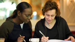 Aya Cissoko en compagnie de Marie Desplechin.