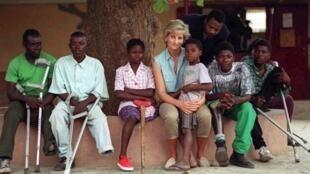 A Princesa Diana aquando da sua visita a Angola em Janeiro de 1997.