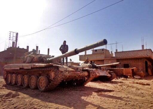 A Syrian tank near Deir Ezzor, 12 novembre 2016.