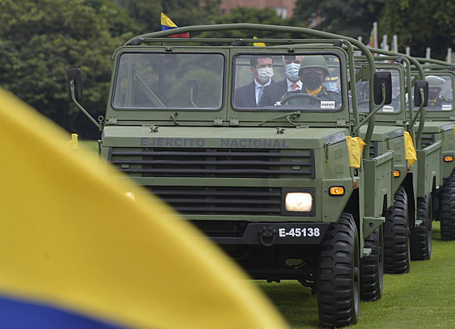 Colombia President Ivan Duque (center) traveling in a military convoy alongside Defense Mnister Diego Molano (left)