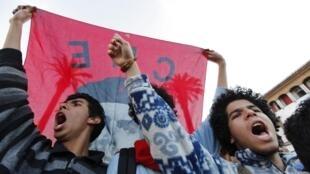 De jeunes manifestants marocains lors de la révolution égyptienne.