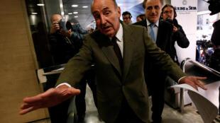 L'avocat de la princesse Cristina de Boubon à la sortie du tribunal après le verdict, le 17 février 2017.
