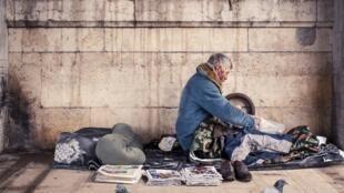 Morador de rua em Paris