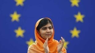 Malala recibe el premio Sajarov en el Europarlamento, el 20 de noviembre de 2013.