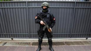 Судебное заседание по делу о попытке антиправительственного путча в Черногории прошло под усиленной охраной сил безопасности, 9 мая 2019 г.