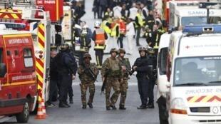 Opération antiterroriste à Saint-Denis, en banlieue nord de Paris, le mercredi 18 novembre 2015.