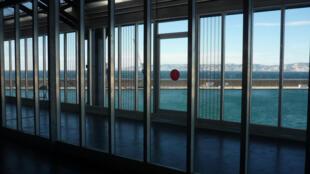 """Le J1, ancien hangar portuaire marseillais qui accueille l'exposition """"Méditerranéens"""" dans le cadre le la Capitale européenne de la culture."""