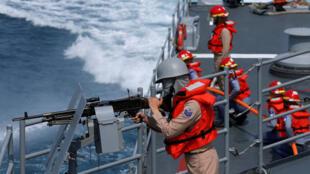 Một lính hải quân trên khu trục hạm Cơ Long (Kee Lung DDG-1801) trong cuộc tập trận gần căn cứ hải quân Nghi Lan (Yilan) của Đài Loan ngày 13/04/2018.13, 2018.