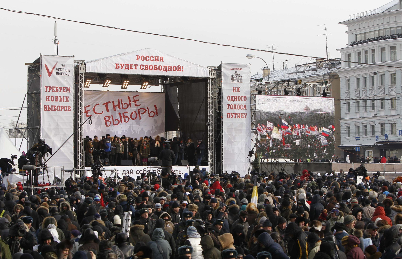 Трибуна митинга на Болотной площади 04/02/2012