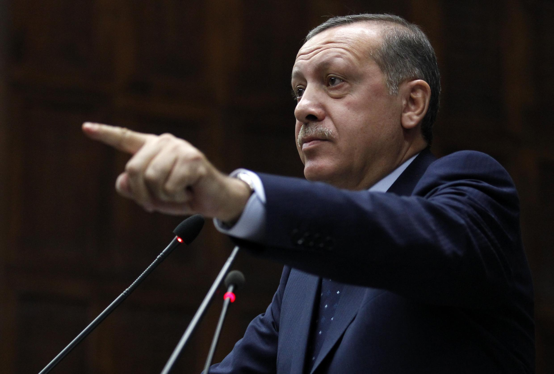 Премьер-министр Турции Реджеп Тайип Эрдоган выступает в парламенте 11/10/2011