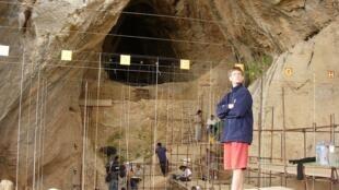 Dente humano de 560 mil anos foi encontrado na caverna de Arago, em Tautavel, no sul da França.