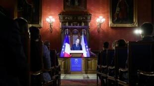 Emmanuel Macron devant des étudiants de l'université Jagellonne à Cracovie, le 4 février 2020.