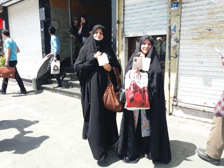 45-летняя Ферештех со своей соседкой после пятничной молитвы пошли голосовать за Ибрахима Раиси