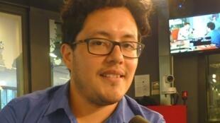 Diego Alcalde Taboada en los estudios de RFI