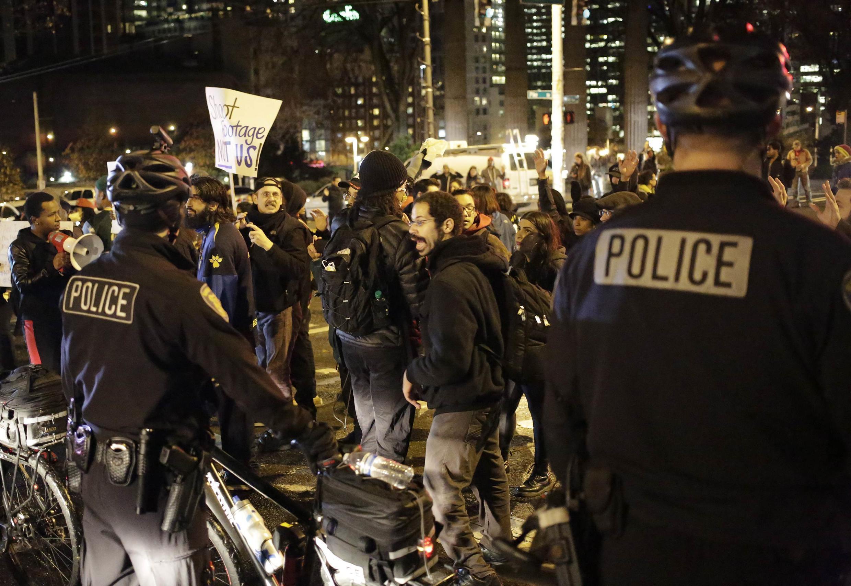 """ناآرامیها به سایر شهرهای آمریکا از جمله """"سیاتل"""" واشنگتن کشیده شده."""