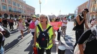 Des manifestants lors d'une marche des gilets jaunes à Nice, le 28 septembre 2019.