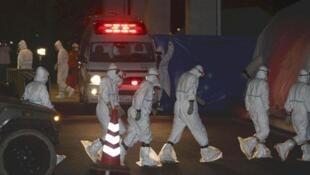 """Funcionários da """"Tokyo Electric Power Co"""" na Central de Fukushima, 24 de maio de 2011;."""