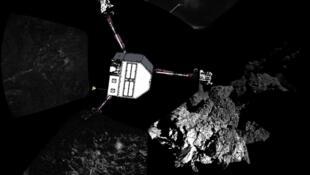 Em primeiro plano, um dos pés do robô Philae.