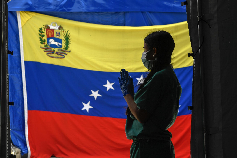 Un membre du personnel soignant mobilisé à Caracas face au Covid-19, le 23 juin 2020.