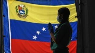 Un miembro del personal sanitario en Caracas para enfrentar la Covid-19 el 23 de junio de 2020.