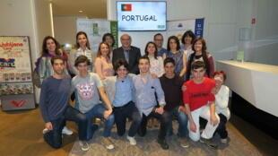 As duas equipas de alunos portugueses que ganharam ouro e bronze entre a delegação lusa às Olimpíadas da Ciência da UE 2018