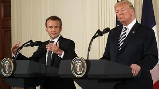 Tổng thống Pháp Emmanuel Macron (T) và tổng thống Mỹ Donald Trump trong cuộc họp báo ngày 24/04/2018 tại Nhà Trắng.