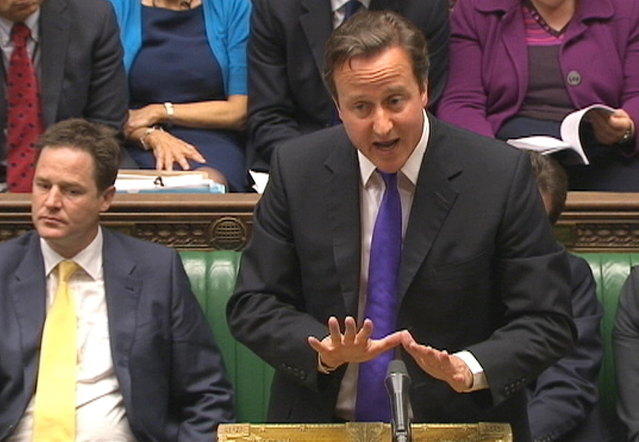 El primer ministro británico David Cameron en el Parlamento hablando sosbre las escuchas ilegales.