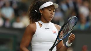 Naomi Osaka,après un point perdu face à la  Kazakhe Yulia Putintseva, au 1er tour du tournoi de Wimbledon, le 1er juillet 2019 à Londres