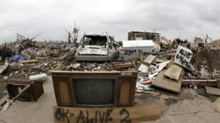 美国密苏里州乔普林市龙卷风过后留下的废墟