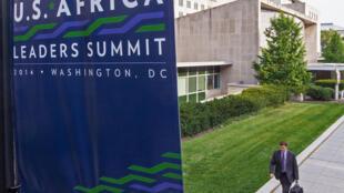宣传美国非洲峰会的旗帜。