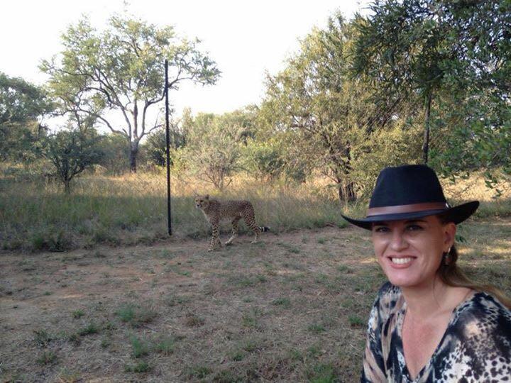 Empresária brasileira divide a companhia de turismo Route 66 Escapade Tours com o sócio e esposo, João Freitas, e comemora 11 anos operando em Joanesburgo, na África do Sul.