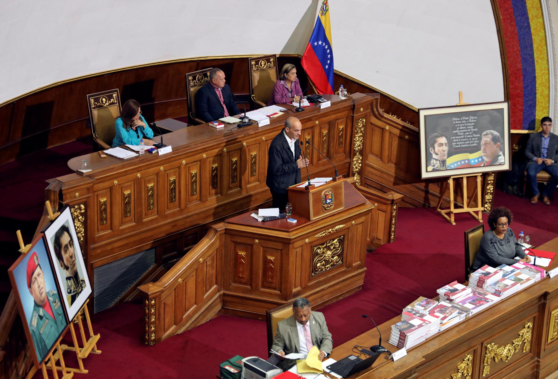 L'Assemblée constituante a voté, mardi 2 avril, à l'unanimité pour la levée de l'immunité de Juan Guaido.
