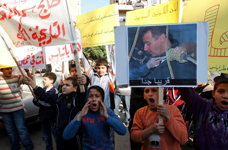 Dans les vidéos des manifestations, les enfants sont souvent aux premiers rangs des défilés.